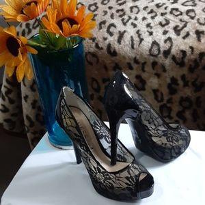 Ladies dress shoes black lace patent leather Guess